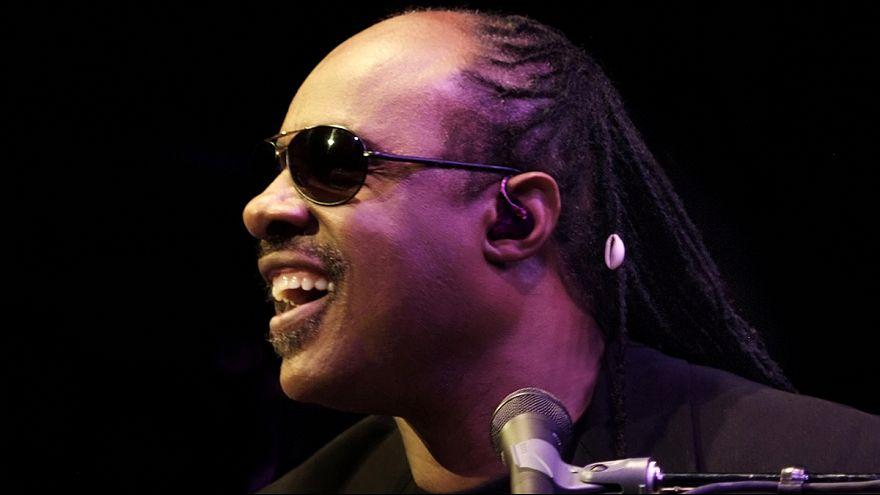 Stevie Wonder lesz a bónusz Vienne-ben