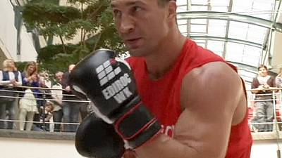 Wladimir Klitschko holds public boxing  training session in Germany – nocomment