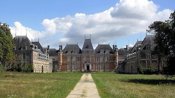 Луи де Фюнес возвращается в Шато-де-Клермон