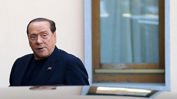 Primer día de trabajo social para Silvio Berlusconi