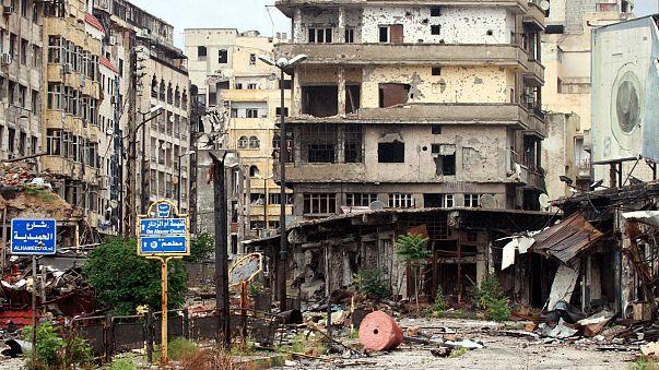 شعارات المقاتلين على جدران حمص القديمة تروي حكاية عاصمة الثورة