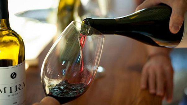 Az óceánban tárolja palackjait egy amerikai borászat
