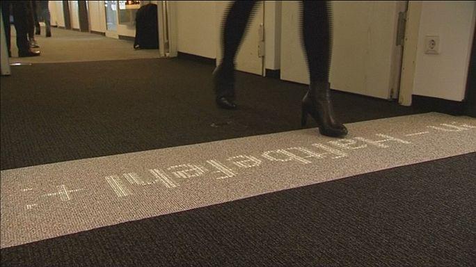 Fényáteresztő szőnyeg: a beépített LED lámpák irányítanak és informálnak