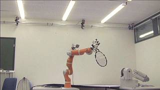 Un brazo robótico para recoger basura espacial