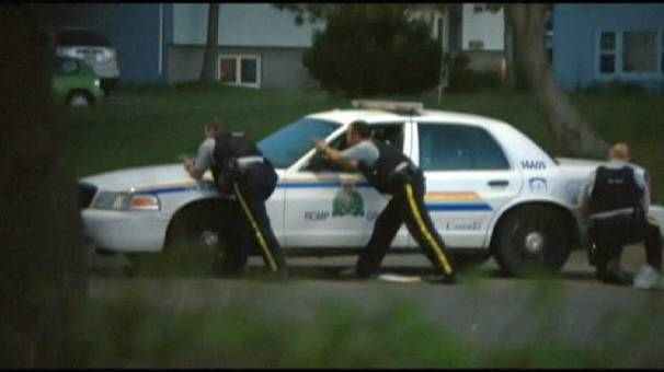 عالمي كندي يطلق النار الشرطة يخلف ثلاثة قتلى 606x340_269544.jpg?1