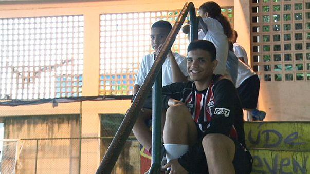 Il Brasile sui banchi. Calcio nelle favelas e istruzione a due velocità