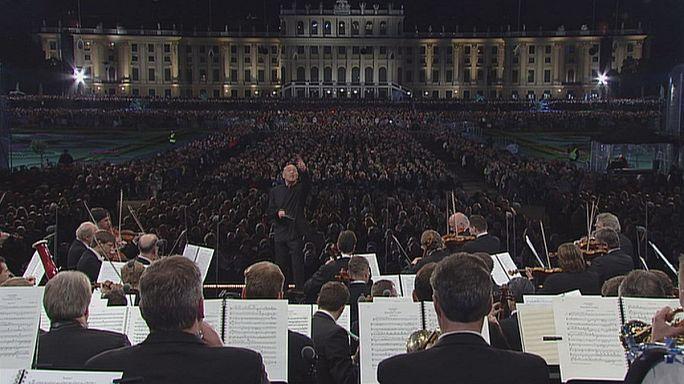 Filharmonikusok a schönbrunni kertben