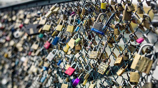 Pont-des-Arts, Paris und die Last der Liebe