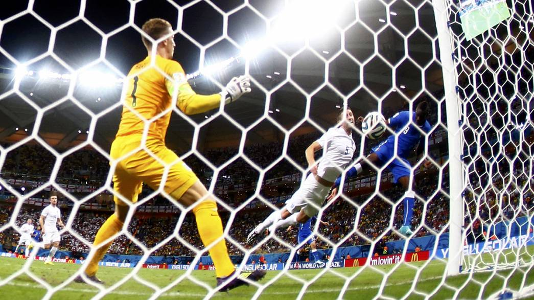 Супер Марио принес Италии победу над Англией