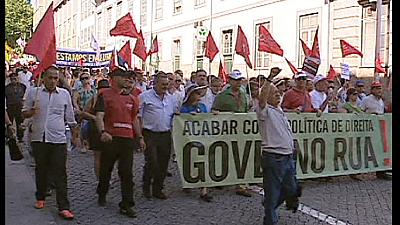 More protests in Portugal against public sector pay cuts