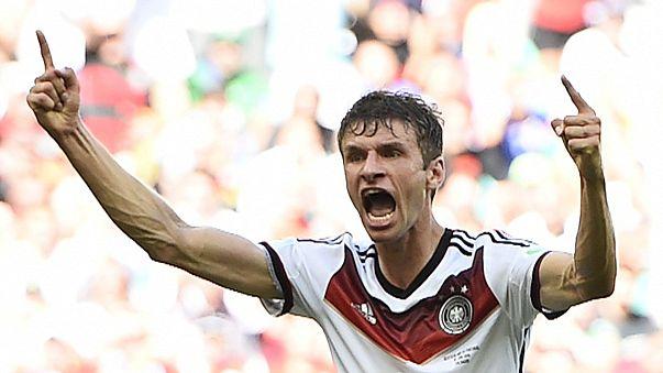 Deutschland im Fußball- und im Müller-Fieber