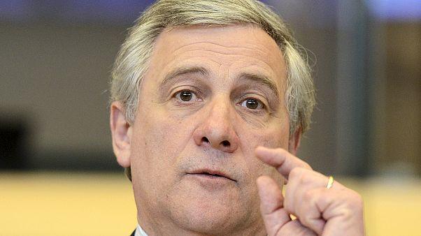 Bruxelles ammonisce l'Italia per i ritardi nei pagamenti alle imprese. E' polemica