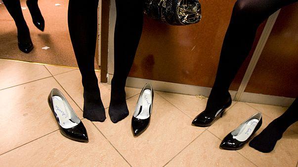 """هل ستُمنع النساء في روسيا من انتعال حذاء """"الكعب العالي""""؟!"""