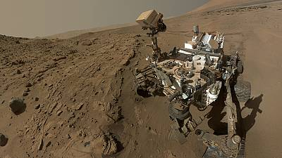 Space selfie: NASA Curiosity rover photographs itself