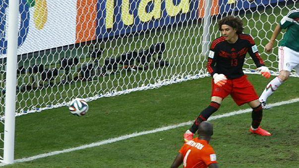 مونديال البرازيل: بضربات الحظ.. كوستاريكا تطيح باليونان وهولندا تمر بصعوبة إلى دور الثمانية