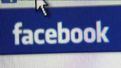 Facebook in UK data-protection probe
