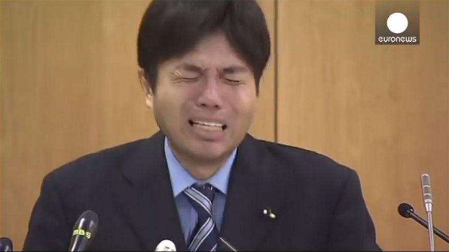 Japon : Un élu éclate en sanglots lors de ses excuses publiques (vidéo)