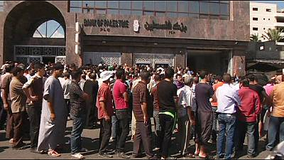 Gazans use temporary truce to visit banks and markets