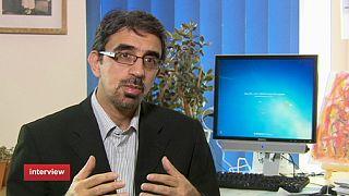 Ιράν: 1.200 μέρες σε κατ' οίκον περιορισμό για τον Μεχντί Καρουμπί