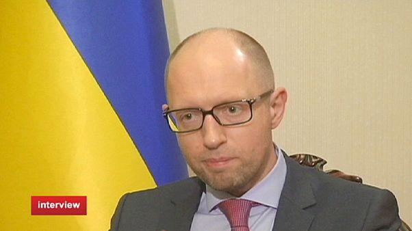 """Ουκρανία: Ο Αρσένι Γιατσένιουκ για τη Ρωσία, τους """"αντάρτες"""" και την πολιτική"""