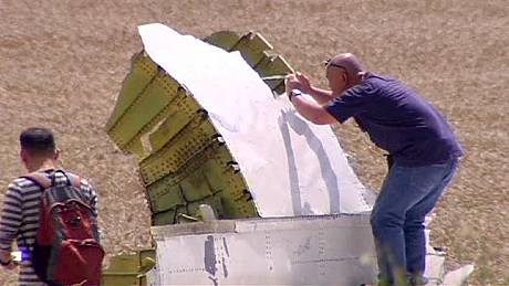 MH17: Downing of passenger jet 'may constitute a war crime', say UN
