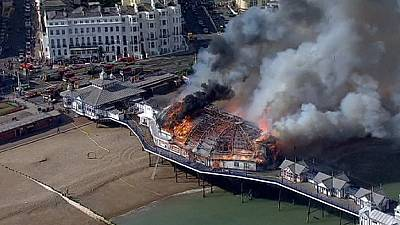 Fire and smoke engulf British pier – nocomment