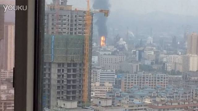 China emergency crews battle to put out fire at oil refinery