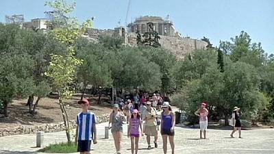 Greek tourism rebounds in first half of 2014