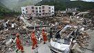 China, en busca de vida entra los escombros