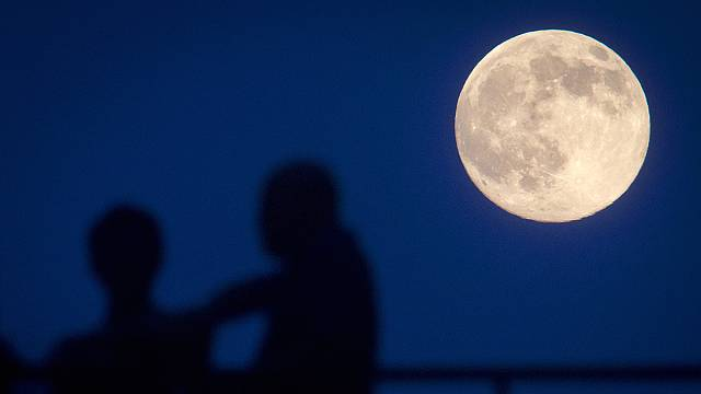 Stargazers enjoy the 'supermoon' of the year