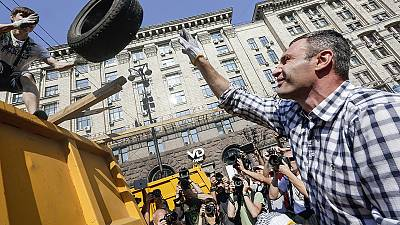 Ukraine: demonstrators resist dismantling of Maidan protest camp