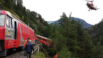 Svizzera: salvi i passeggeri del treno deragliato, cinque i feriti gravi