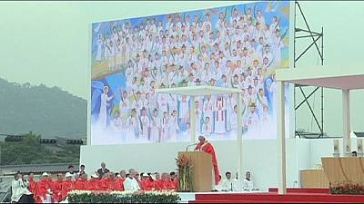 Pope warns wealthy Koreans about plight of poor