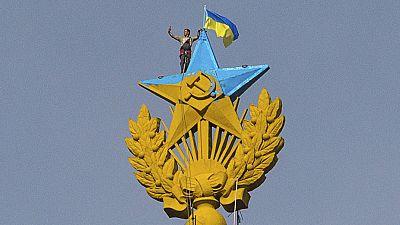 Protesters raise Ukrainian flag over Russian skyscraper