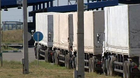 Russian aid convoy 'heading into Ukraine'