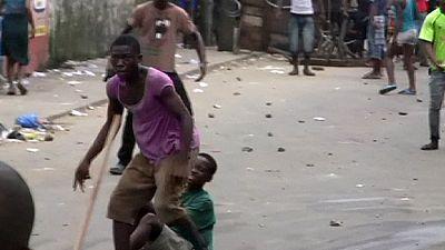Ebola, si ribella il quartiere in quarantena a Monrovia