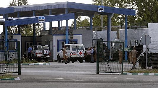 Russian aid trucks bound for Ukraine pass border checkpoint