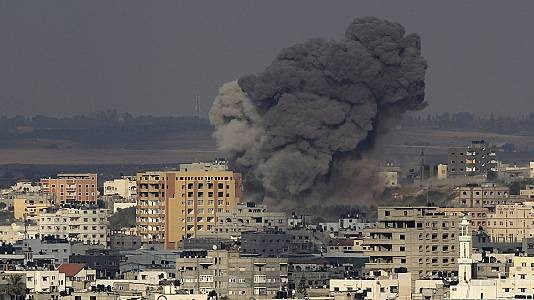 Israel continues to hit Gaza from the air