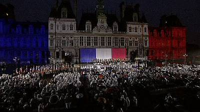 Hollande leads tributes as Paris relives WW II liberation from Nazi occupation