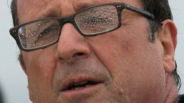 [Photos] The rain in France falls mainly in François Hollande