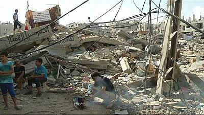 Mideast ceasefire – Gaza residents return to survey destruction