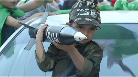 الحياة تعود إلى غزة بعد وقف اطلاق النار والجانبان يعلنان انتصارهما