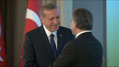 Turkey's new PM Ahmet Davutoglu set to reveal cabinet