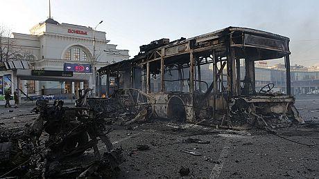 Railway station hit in Donetsk shelling