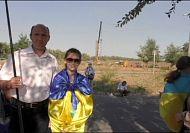 Mariupol residents form human chain amid rebel threat