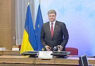 Ukraine: Russia threatened with new sanctions, Poroshenko warns of 'point of no return'