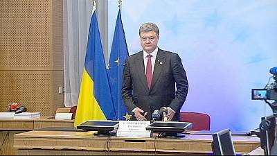 Ukraine: Russia threatened with new sanctions, Poroshenko warns of 'point of no return'