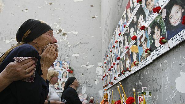 حزن وألم في الذكرى العاشرة لمجزرة مدرسة بيسلان