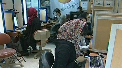 Irão: Rouhani defende acesso à internet em prol do futuro