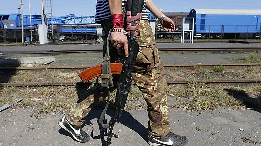 Ukrainian troops lose ground against rebel advances